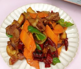胡萝卜炒腊肉的做法