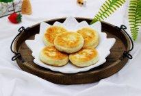 #《风味人间》美食复刻大挑战#洋葱猪肉香菜发面馅饼的做法