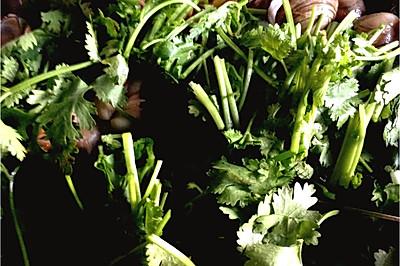金菇香菜炒白蚬子