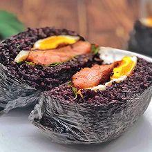 奥尔良鸡扒紫米饭团