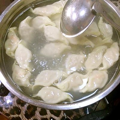 回味无穷,鲜嫩多汁的鲜肉大虾仁水饺,你吃了没有~的做法 步骤6
