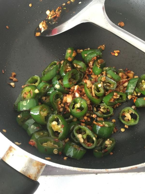 开胃下饭菜-青椒与蒜头的做法