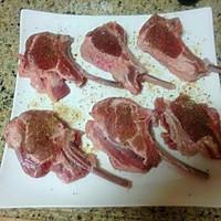 浪漫七夕之烛光晚餐——法式煎羊排佐蒜香青口的做法图解2