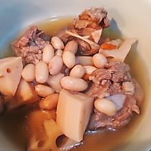 莲藕花生筒骨汤