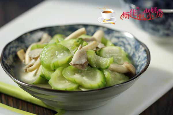 丝瓜炒姬菇的做法