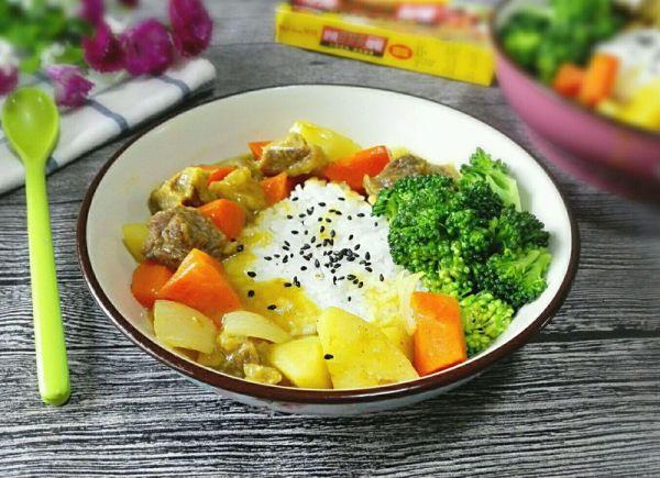 西兰花咖喱牛腩饭