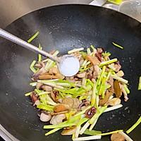 小海鲜炒蒜苗#肉食者联盟#的做法图解5