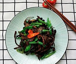 腊肉干煸茶树菇的做法