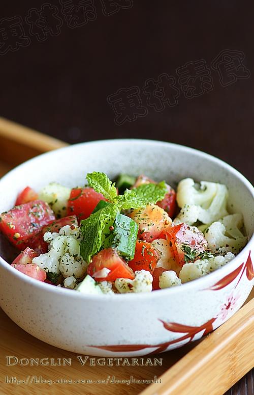 开胃消暑:番茄黄瓜色拉的做法