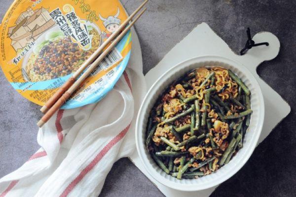 豆角焖豆豉辣酱面的做法