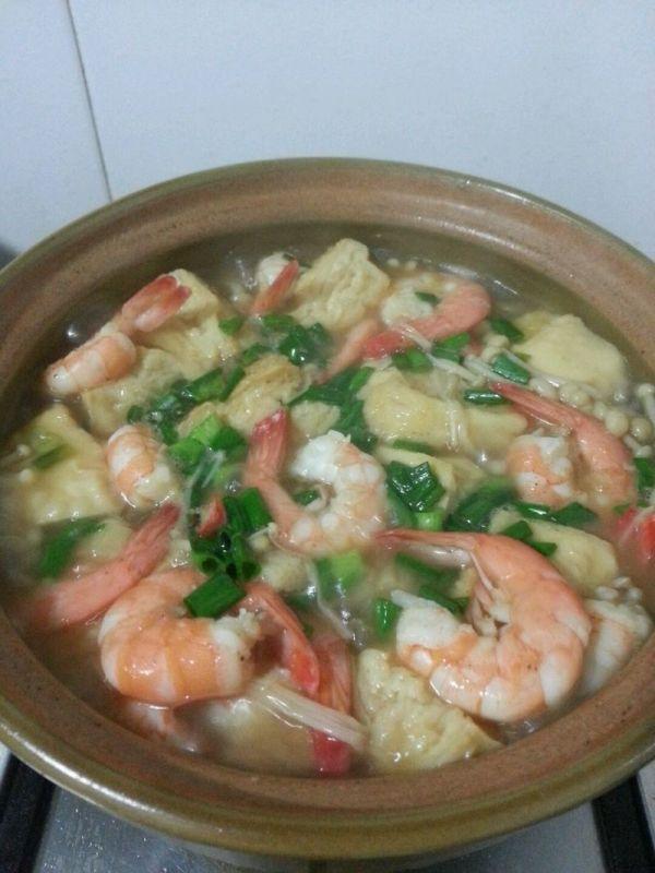 五花肉鲜虾豆腐煲(饭店味道)的做法