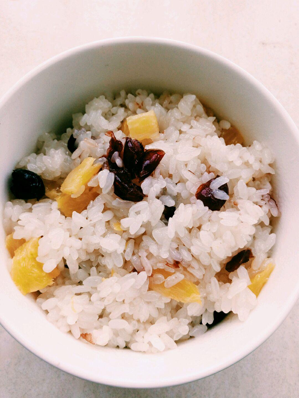 菠萝糯米饭的做法图解1