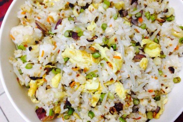 银鱼鸡蛋炒米的做法