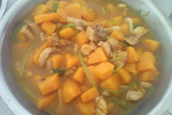小金瓜煮鸡腿肉的做法