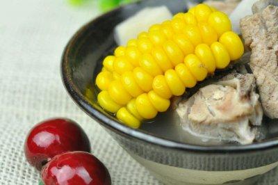 排骨莲藕香玉米,炖出一锅好汤来