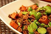 蚕豆香肠爆炒霉干菜的做法