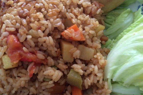 红萝卜土豆香肠焖饭的做法