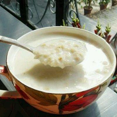 营养早餐——牛奶燕麦