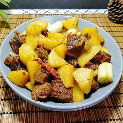 「迟の味」土豆焖牛肉