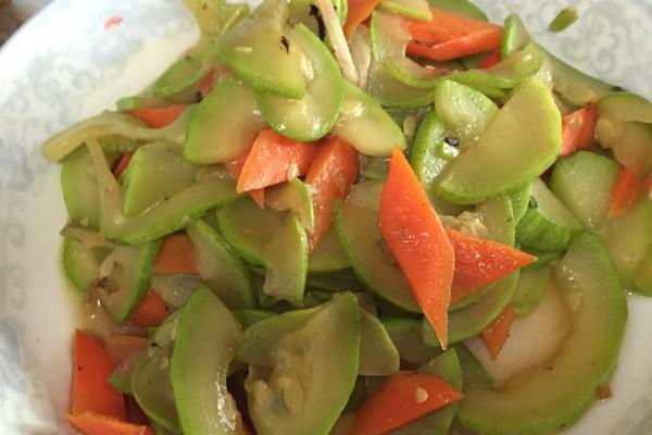 西葫芦炒萝卜的做法