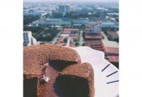 巧克力熔岩蛋糕(只需四种材料)的做法