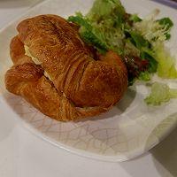 炒蛋牛角包三明治的做法图解6