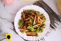 #美食视频挑战赛# 青椒~炒香干的做法