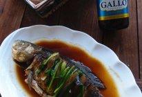 橄露Gallo经典特级初榨橄榄油: 洋葱烧鲫鱼的做法