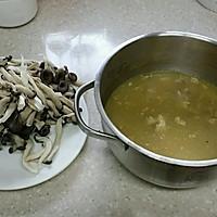 脊骨汤炖蘑菇的做法图解1