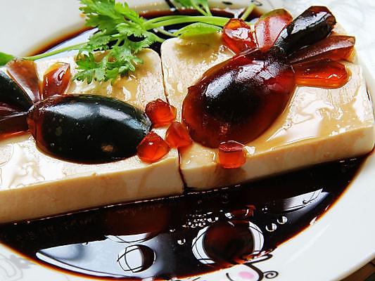 搜索零厨艺宴客冷盘【鱼戏】(皮蛋豆腐)做法大全        本菜谱的做法