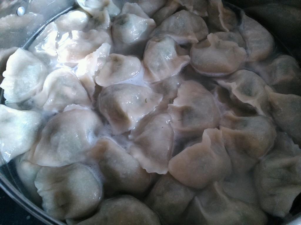 鸡蛋茴香馅饺子的做法步骤 1.