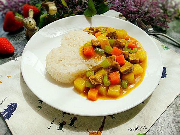 咖喱土豆猪肉盖饭