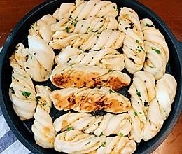 #餐桌上的春日限定#生煎香葱肉松小花卷的做法
