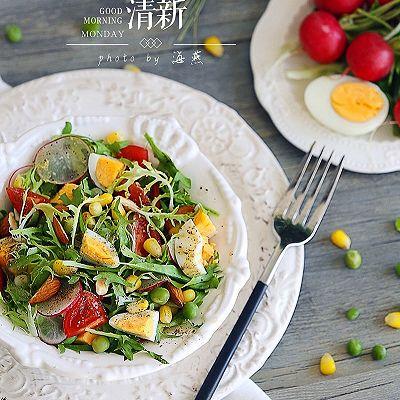爽口的鸡蛋杂蔬沙拉