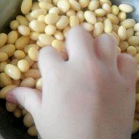 茄汁黄豆米的做法图解3