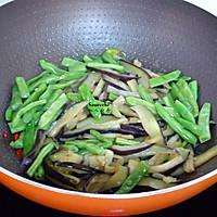 茄子干煸四季豆的做法图解6