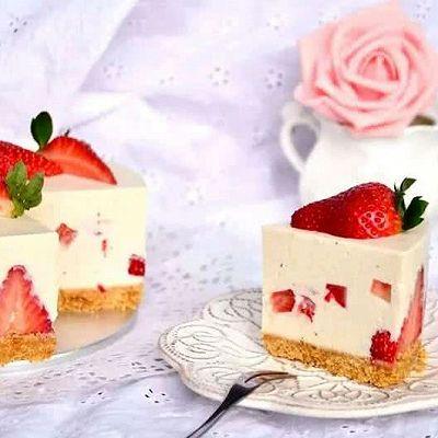 不用烤箱做甜品|草莓慕斯蛋糕