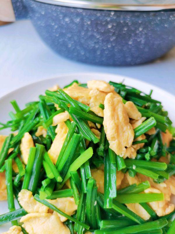 清香鲜嫩,简单好做的韭菜花炒蛋的做法