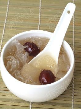 冰糖梨子炖银耳