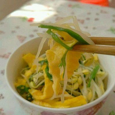 韭菜豆芽炒蛋皮