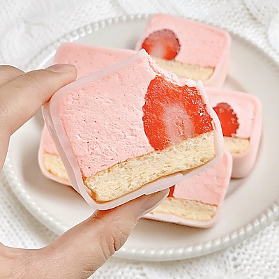 ㊙️冰爽细腻‼️入口即化的草莓白玉卷‼️敲好吃