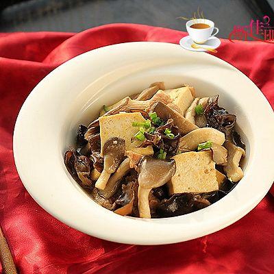平菇肉片炒豆腐