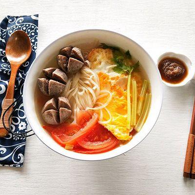 #10分钟早餐大挑战#番茄鸡蛋牛肉丸面汤