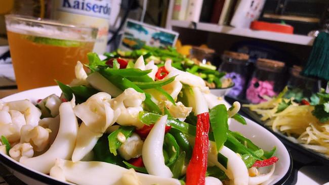 厨房小白轻松做的快手菜--青椒炒鲜鱿鱼的做法