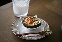 芝士鸡蛋焗牛油果的做法