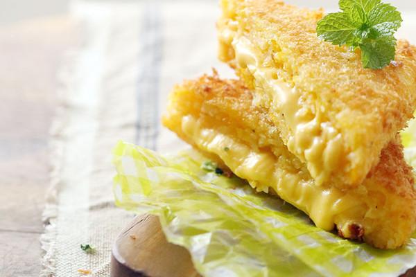 油适量 黄金芝士三明治饭团的做法步骤 小贴士 食材里面加入了对眼睛
