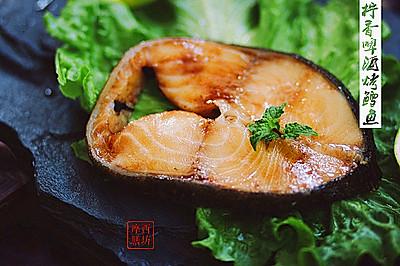 餐桌上的明星海鲜菜:柠香啤酒烤鳕鱼