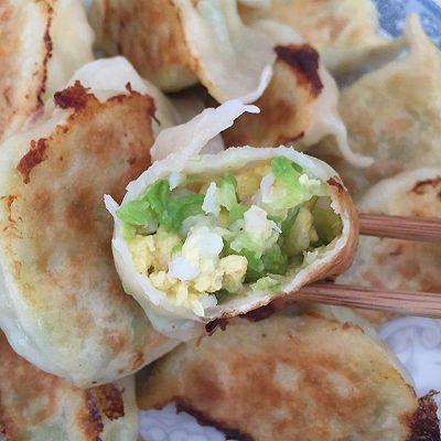 西葫芦虾仁鸡蛋锅贴