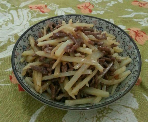 沙茶牛肉炒土豆丝的做法