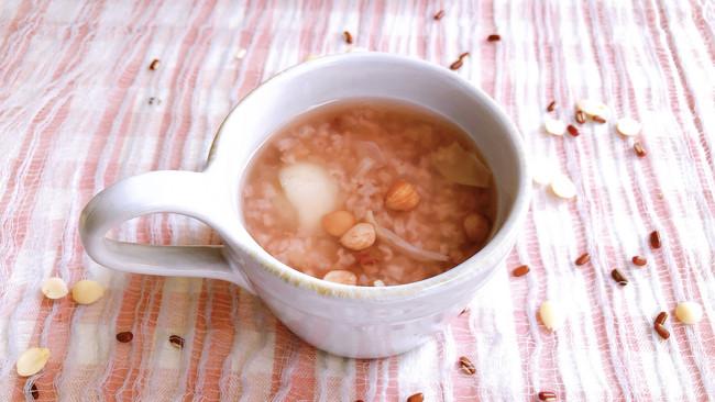 #秋天怎么吃#秋季一定要来一碗滋阴润肺的百合杏仁粥的做法